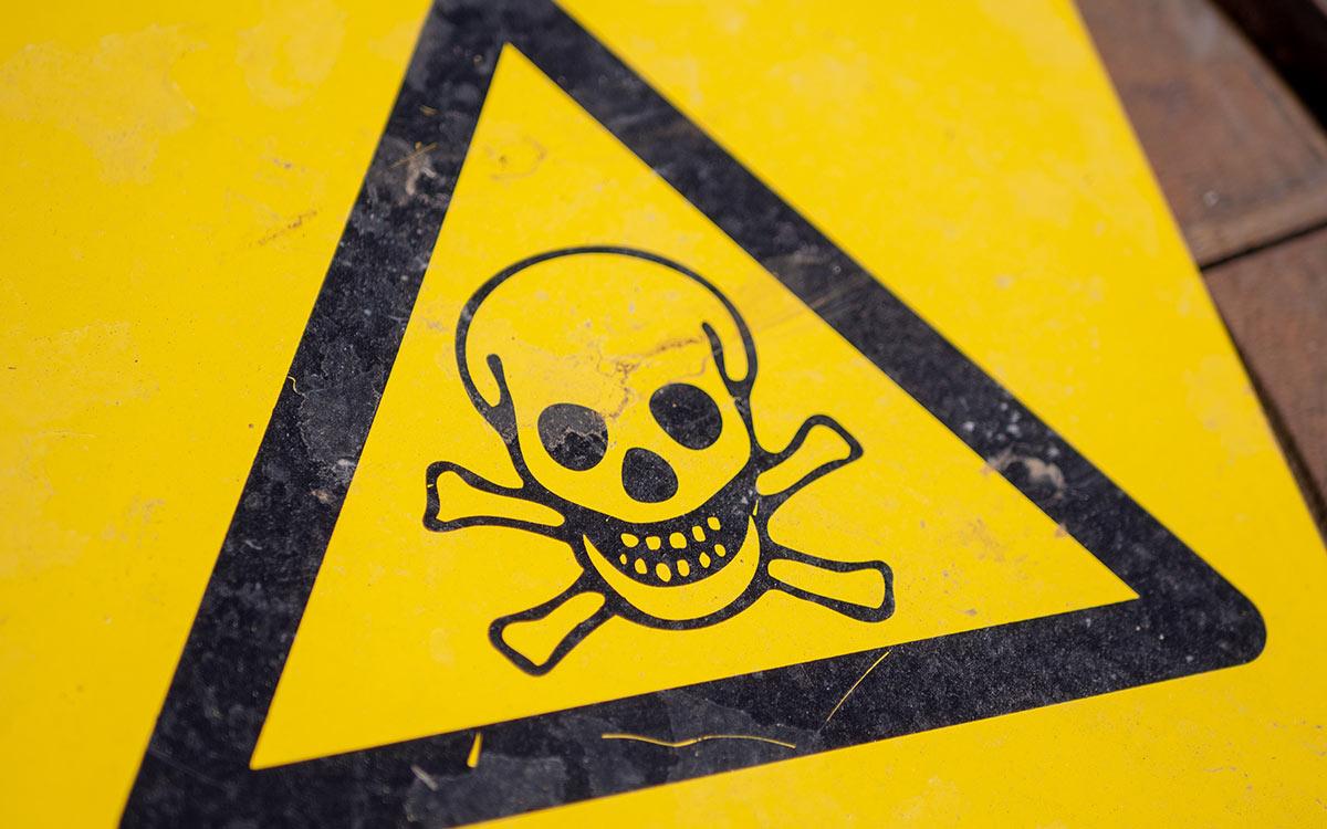 Skull and cross bones danger sign